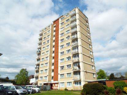 2 Bedrooms Flat for sale in Upper Fosters, New Brent Street, London