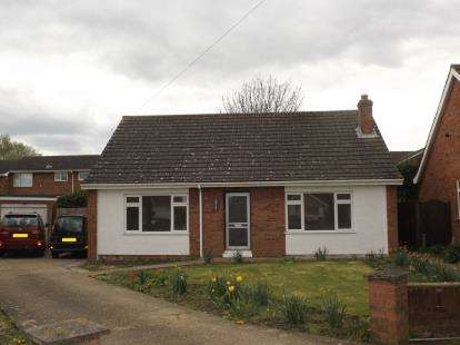 3 Bedrooms Bungalow for sale in Goldfinch Close, Hartford, Huntingdon, Cambridgeshire