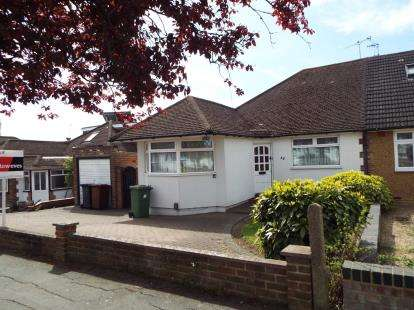 2 Bedrooms Bungalow for sale in Sunnybank Road, Potters Bar, Hertfordshire