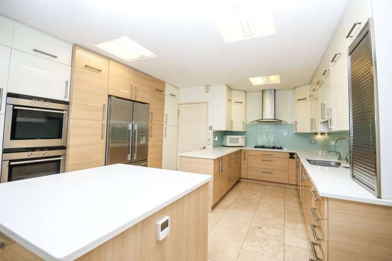 7 Bedrooms Detached House for sale in Glanleam Road, Stanmore
