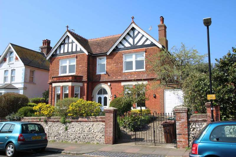 5 Bedrooms Detached House for sale in De Roos Road, Eastbourne, BN21 2QA