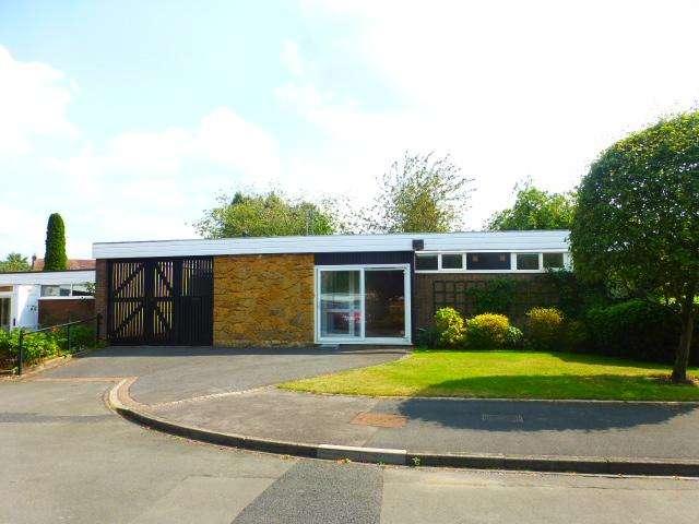 2 Bedrooms Detached Bungalow for rent in Hartford Close, Harbone, Birmingham, West Midlands, B17 8AU