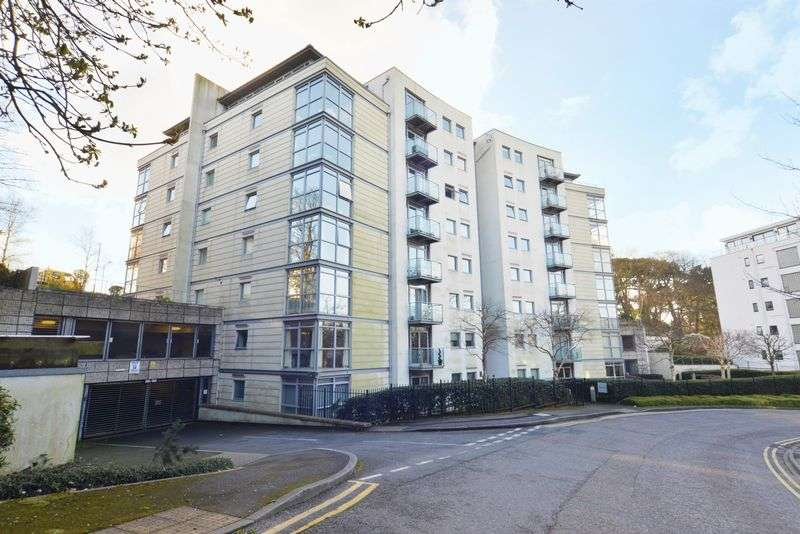2 Bedrooms Flat for sale in Stunning Two Bedroom Town Centre Apartment in the Iconic Pinnacle Building with Underground Parking