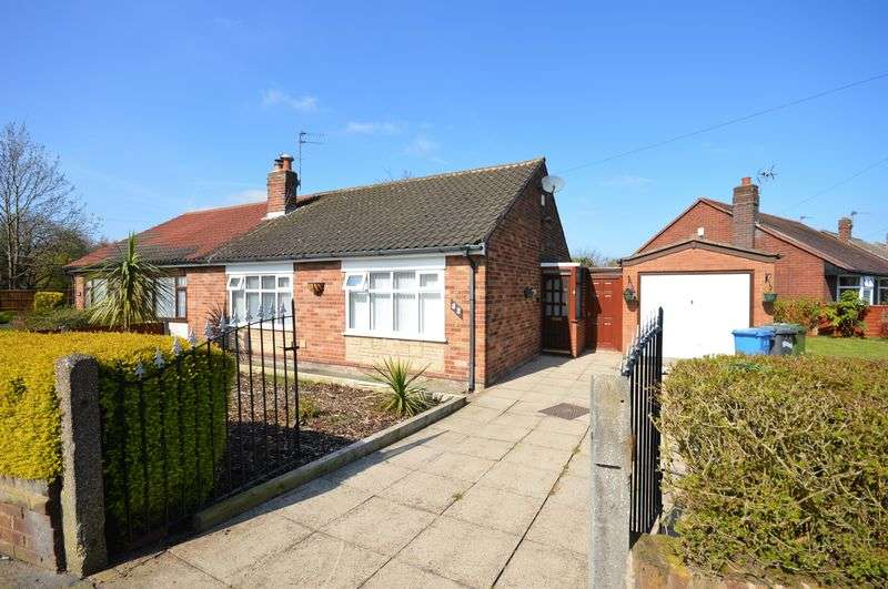 2 Bedrooms Semi Detached Bungalow for sale in Mayfield Avenue, Widnes