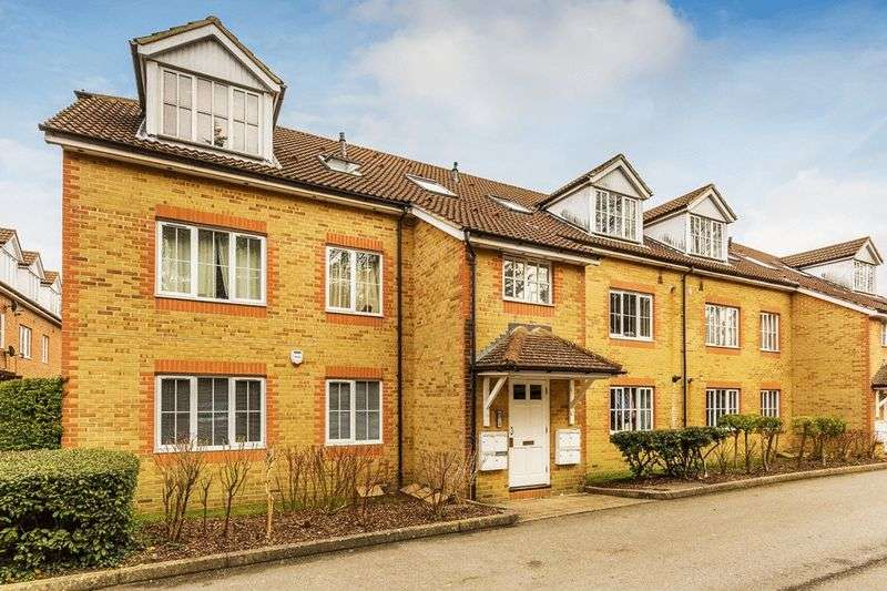 2 Bedrooms Flat for sale in Aspen Vale, WHYTELEAFE, Surrey