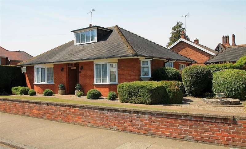 3 Bedrooms Bungalow for sale in Beatrice Avenue, Felixstowe - No Chain