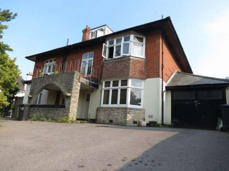 3 Bedrooms Flat for rent in Queens Park South Drive