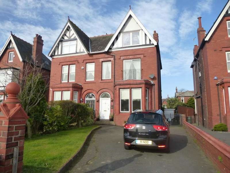 4 Bedrooms Semi Detached House for sale in Fairlawn Rd, Lytham St Annes