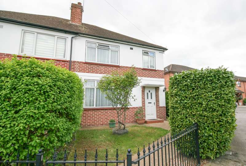 3 Bedrooms Semi Detached House for sale in Blumfield Crescent, Slough - Call Now!