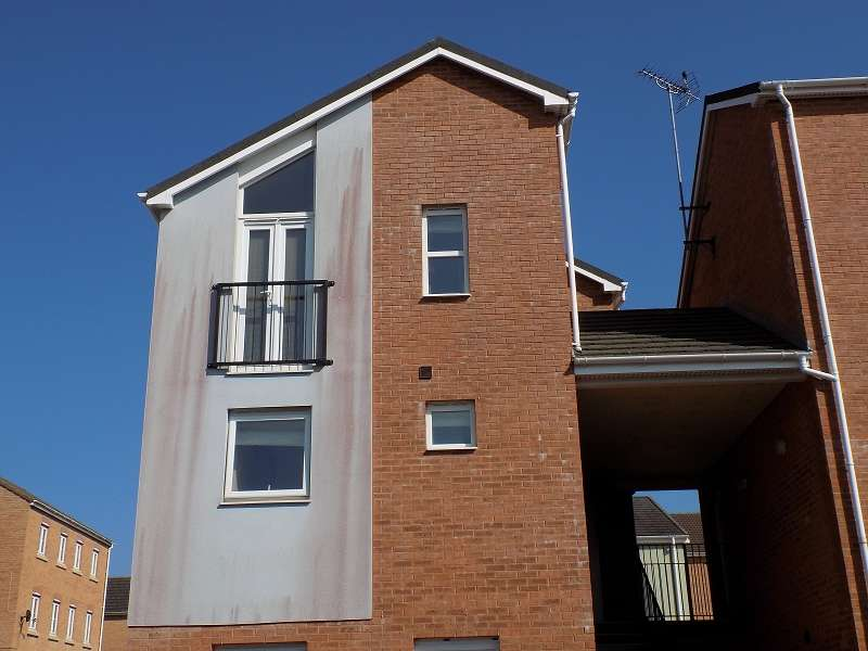 2 Bedrooms Maisonette Flat for sale in Mill Meadow, North Cornelly, Bridgend. CF33 4QB