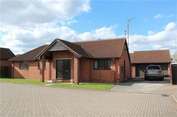 3 Bedrooms Detached Bungalow for sale in Riding Close, Doncaster, South Yorkshire