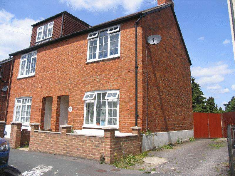3 Bedrooms Semi Detached House for rent in Barossa Road, Camberley