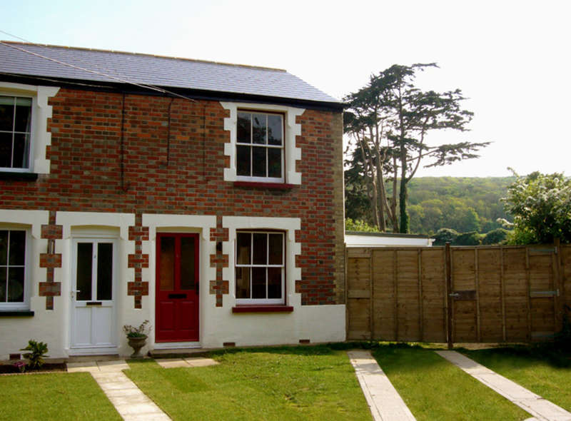 2 Bedrooms End Of Terrace House for sale in Totland, Isle of Wight
