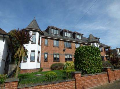 2 Bedrooms Flat for sale in 35-37 Cossington Road, Westcliff-On-Sea, Essex