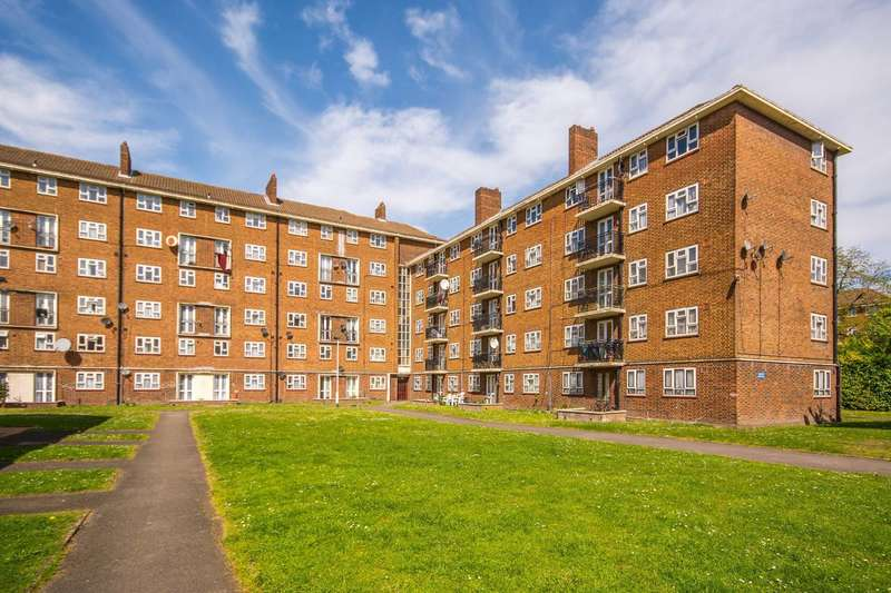 3 Bedrooms Flat for sale in Laburnum Road, Mitcham, CR4
