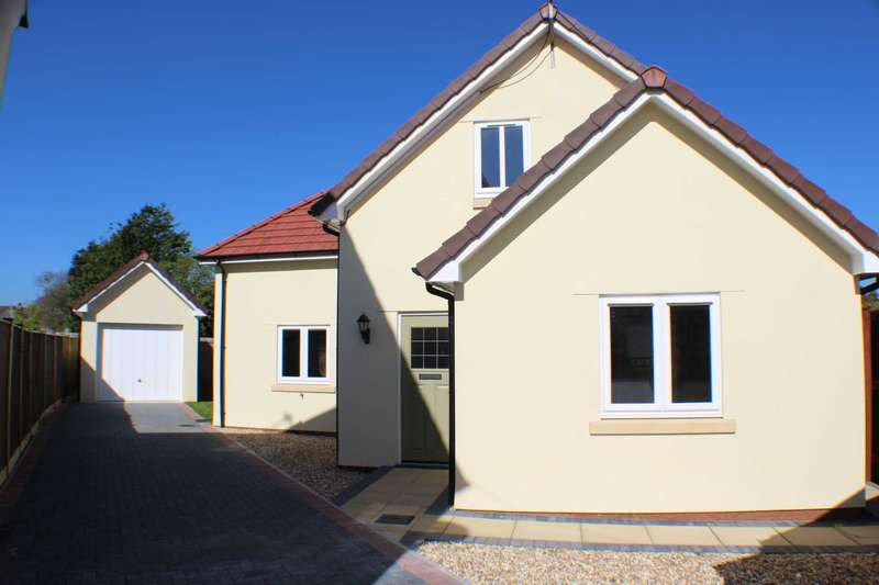 4 Bedrooms Detached House for sale in Oaklea Crescent, Fremington