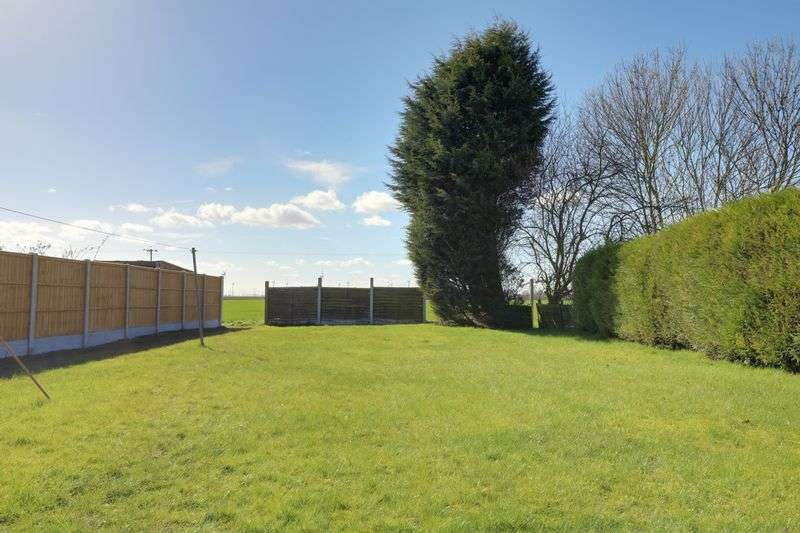 3 Bedrooms Semi Detached House for sale in Mere Dyke Road, Scunthorpe