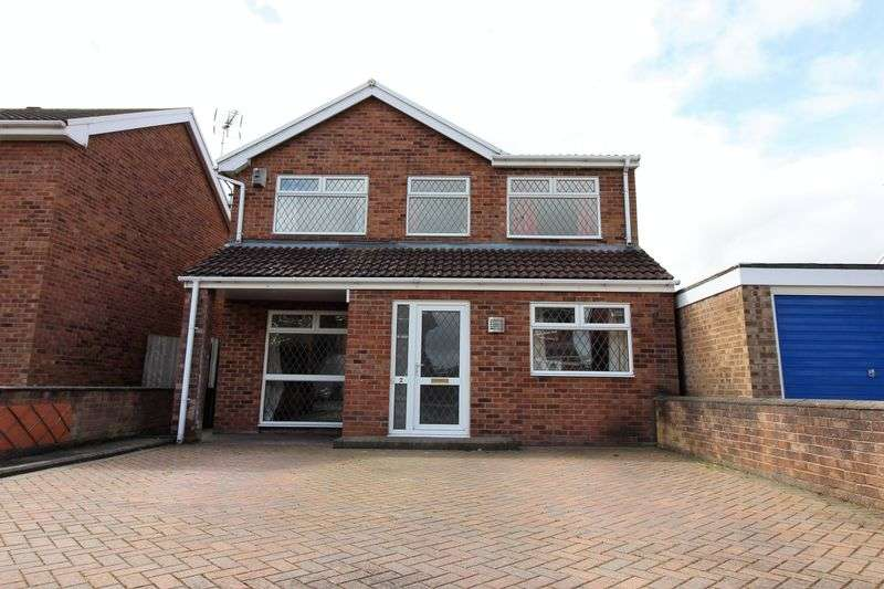 4 Bedrooms Detached House for sale in Conway Close, Chester