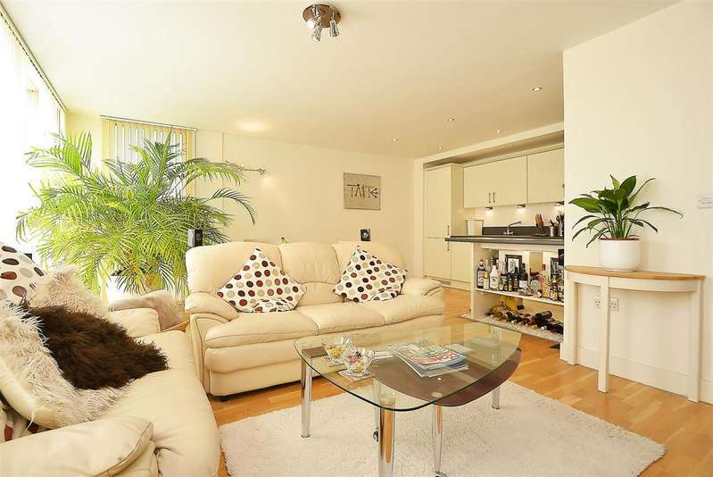 2 Bedrooms Flat for sale in Bennets Courtyard, Colliers Wood, SW19