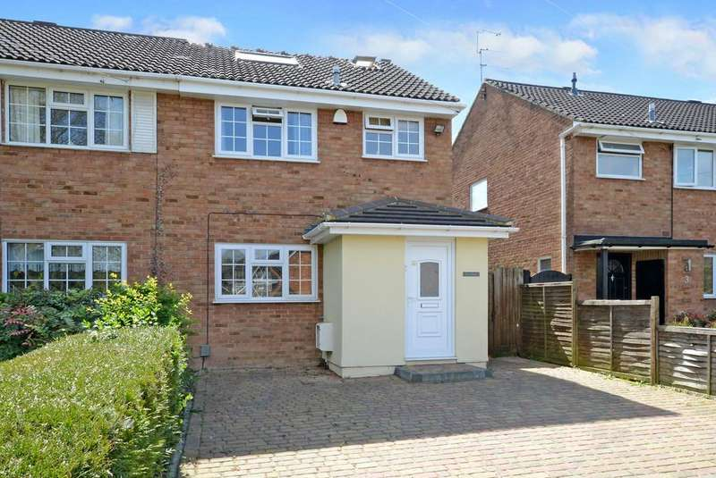 4 Bedrooms Semi Detached House for sale in Yateley, Hampshire