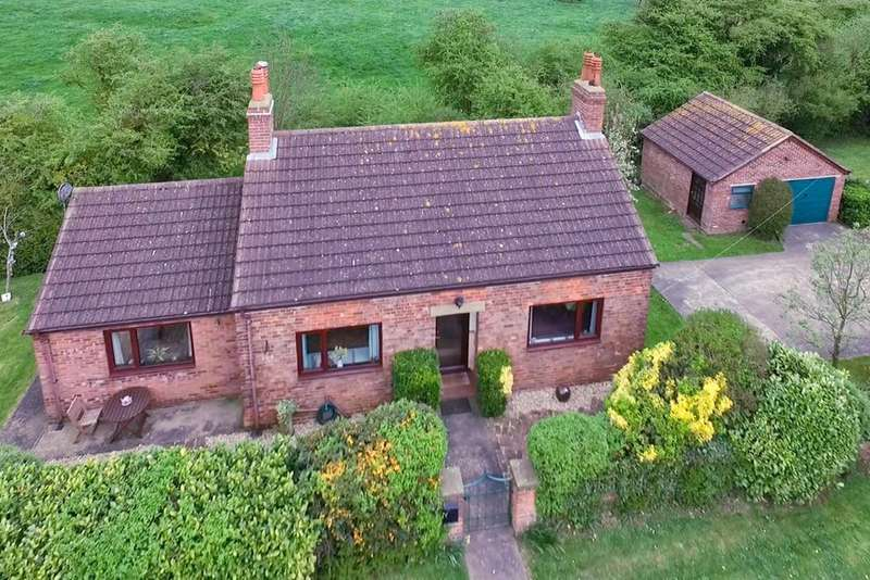 2 Bedrooms Detached Bungalow for sale in Yarburgh Road, Alvingham