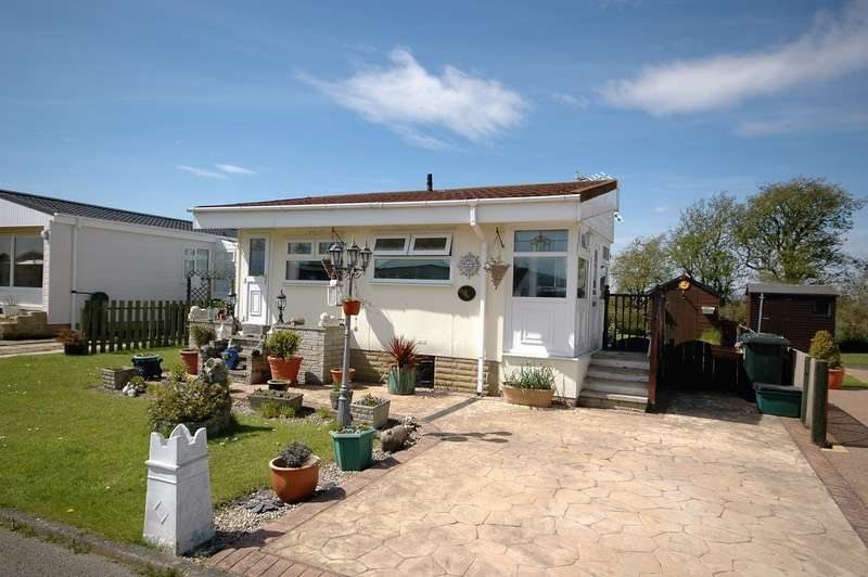 2 Bedrooms Mobile Home for sale in Flamingo Land Residential Park, Malton, North Yorkshire, YO17
