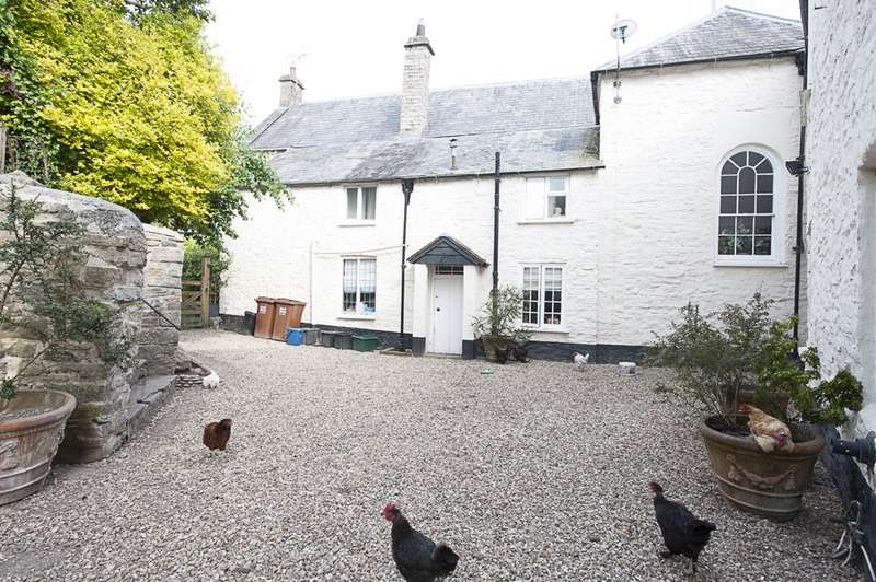 6 Bedrooms Town House for sale in Castle Street, Bampton, Devon, EX16