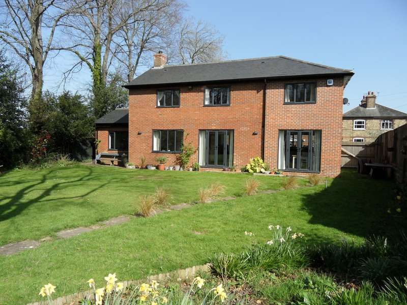 4 Bedrooms Detached House for sale in Station Road, Halstead, Sevenoaks, Kent, TN14