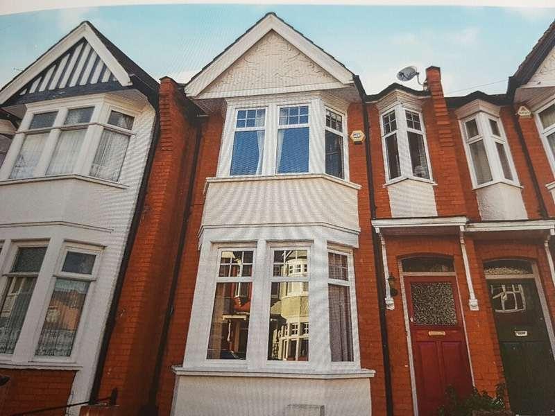 4 Bedrooms Terraced House for sale in Lightcliffe Road, London, London, N13