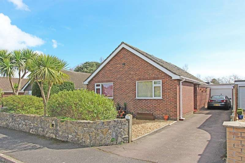 4 Bedrooms Bungalow for sale in Cruse Close, Sway, Lymington