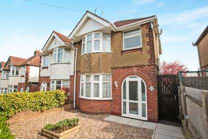 3 Bedrooms Semi Detached House for sale in Somerset Avenue, Luton, Bedfordshire, Round Green