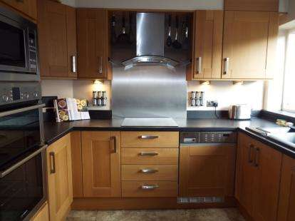 3 Bedrooms Terraced House for sale in Valeside Gardens, Colwick, Nottingham