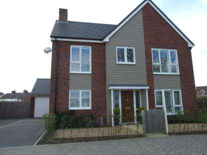 4 Bedrooms Detached House for sale in Larch Drive, Coalville