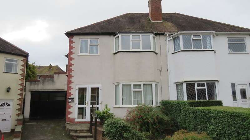 3 Bedrooms Semi Detached House for sale in Holden Road, Penn, Wolverhampton
