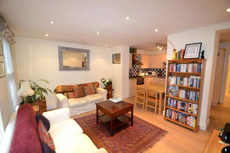 2 Bedrooms Flat for sale in Torriano Avenue, Kentish Town, London, NW5