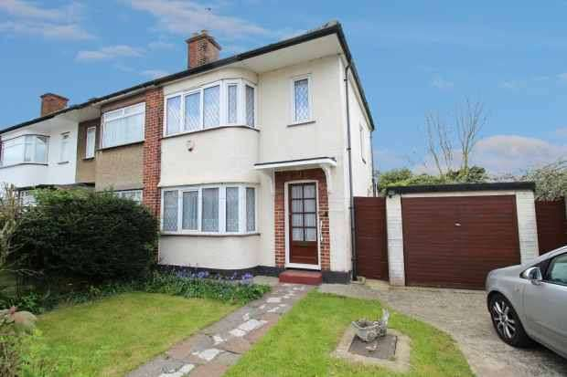 2 Bedrooms Property for sale in Manningtree Road, Ruislip, Middlesex, HA4 0ES