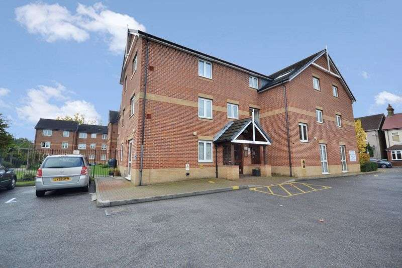 1 Bedroom Flat for sale in Butts Road, Stanford-Le-Hope