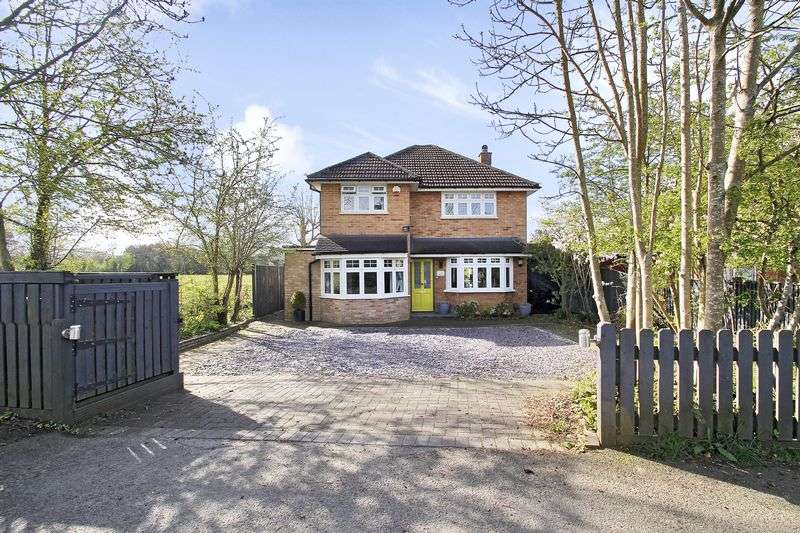 3 Bedrooms Detached House for sale in Plough Road, Smallfield, Horley, Surrey