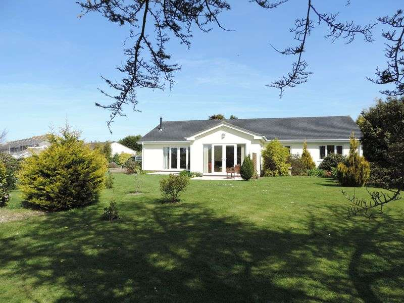 4 Bedrooms Detached Bungalow for sale in Mount Carbis Road, Redruth