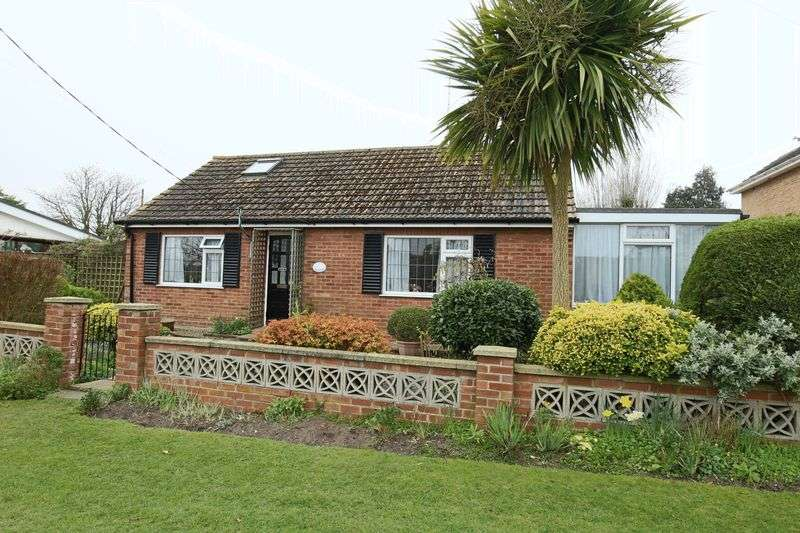 2 Bedrooms Bungalow for sale in Irex Road, Pakefield, Lowestoft