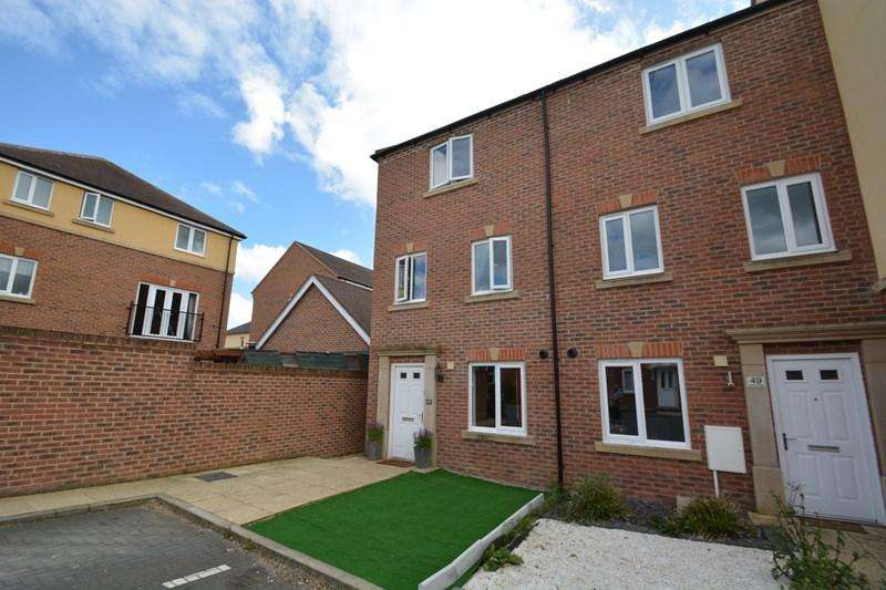 4 Bedrooms Town House for sale in Barley Road, Andover