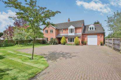 6 Bedrooms Detached House for sale in Cats Common, Smallburgh, Norwich, Norfolk