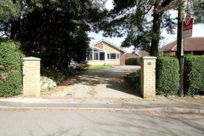 4 Bedrooms Bungalow for sale in Moat Lane, Wickersley, Rotherham, South Yorkshire