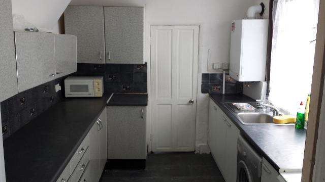 3 Bedrooms Terraced House for sale in Oakfield Road, East Ham, E6 1LN