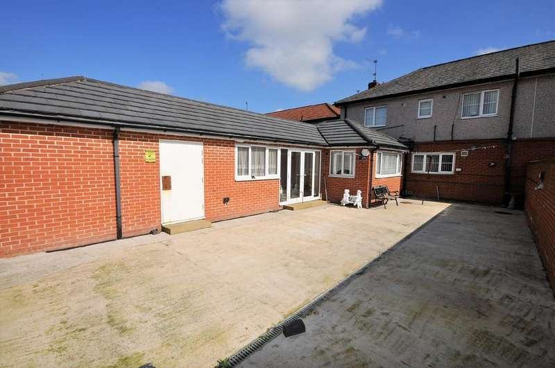 3 Bedrooms Semi Detached House for sale in Large Square, Stainforth, Doncaster