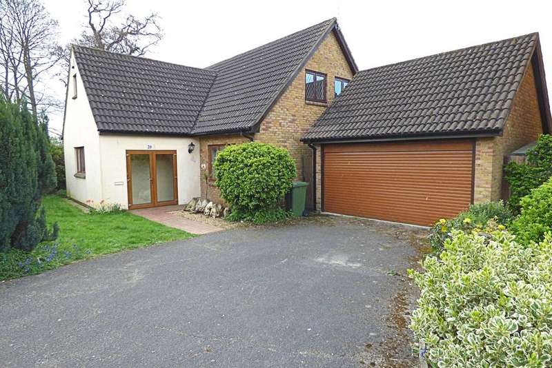 4 Bedrooms Detached House for sale in Brookdale Close, Upminster RM14