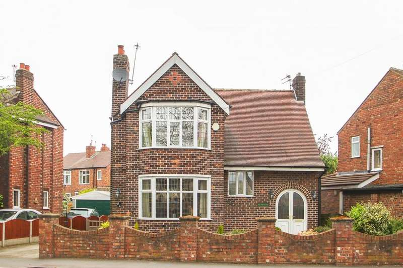 3 Bedrooms Detached House for sale in Moorside Road, Urmston, Manchester, M41