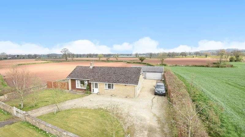 3 Bedrooms Detached Bungalow for sale in Lower Wick, Dursley