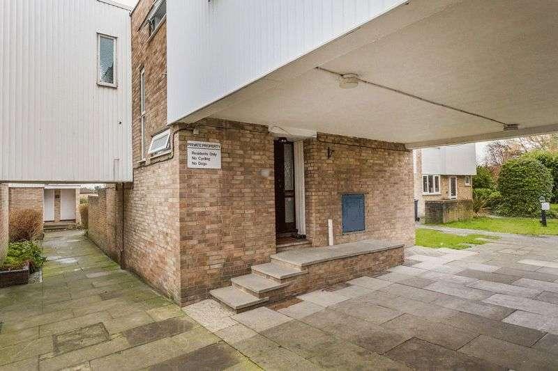 4 Bedrooms Terraced House for sale in Kempton Walk, CROYDON