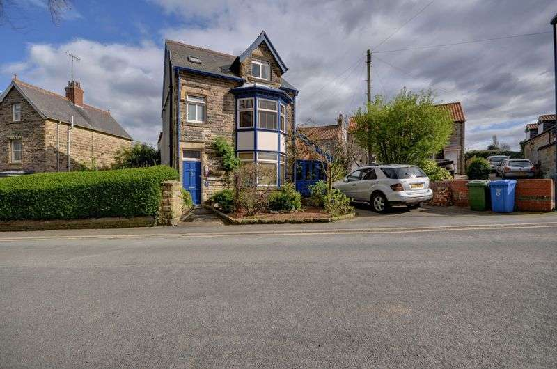 7 Bedrooms Detached House for sale in Coach Road, Whitby